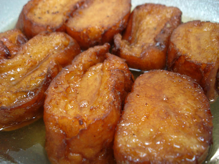 Torrijas covered syrup