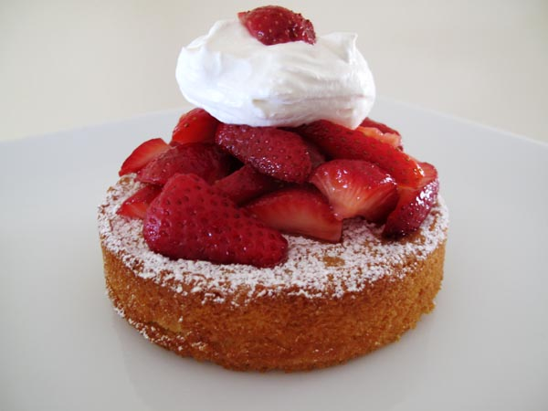 Almond Cakes with berries