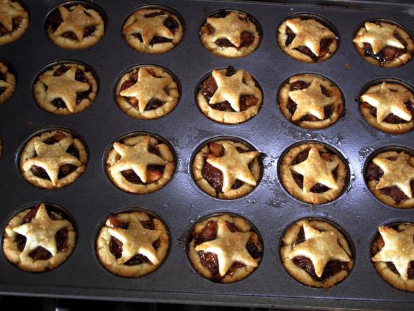 Mini mince pies baked1