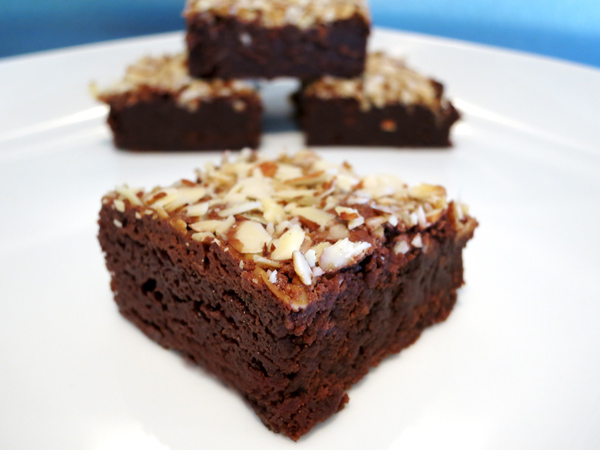 Almond Topped Amaretto Brownies1
