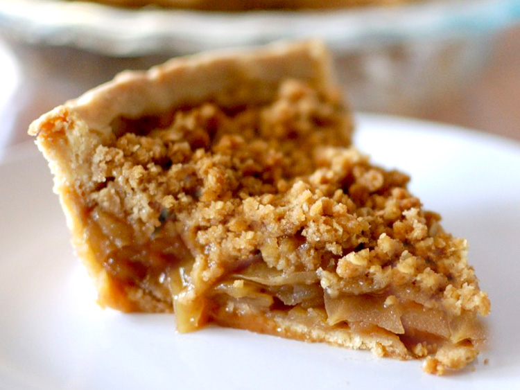 Apple pie crisp topping slice