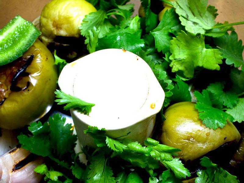 Tomatillo ingredients bowl1
